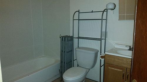 Mrobert-bathroom