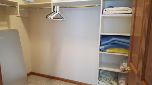 rath-Bedroom-closet